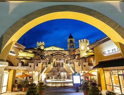 Fall in love with the exotic shopping street! Busan Premium Outlets