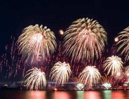 The beautiful harmony in the night sky of Busan, Busan Fireworks Festival
