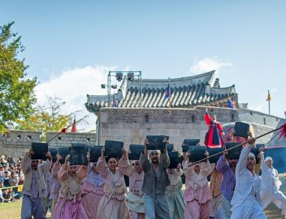 Dongnaeeupseong History Festival, a reenactment of the historical day on Dongnae Hill